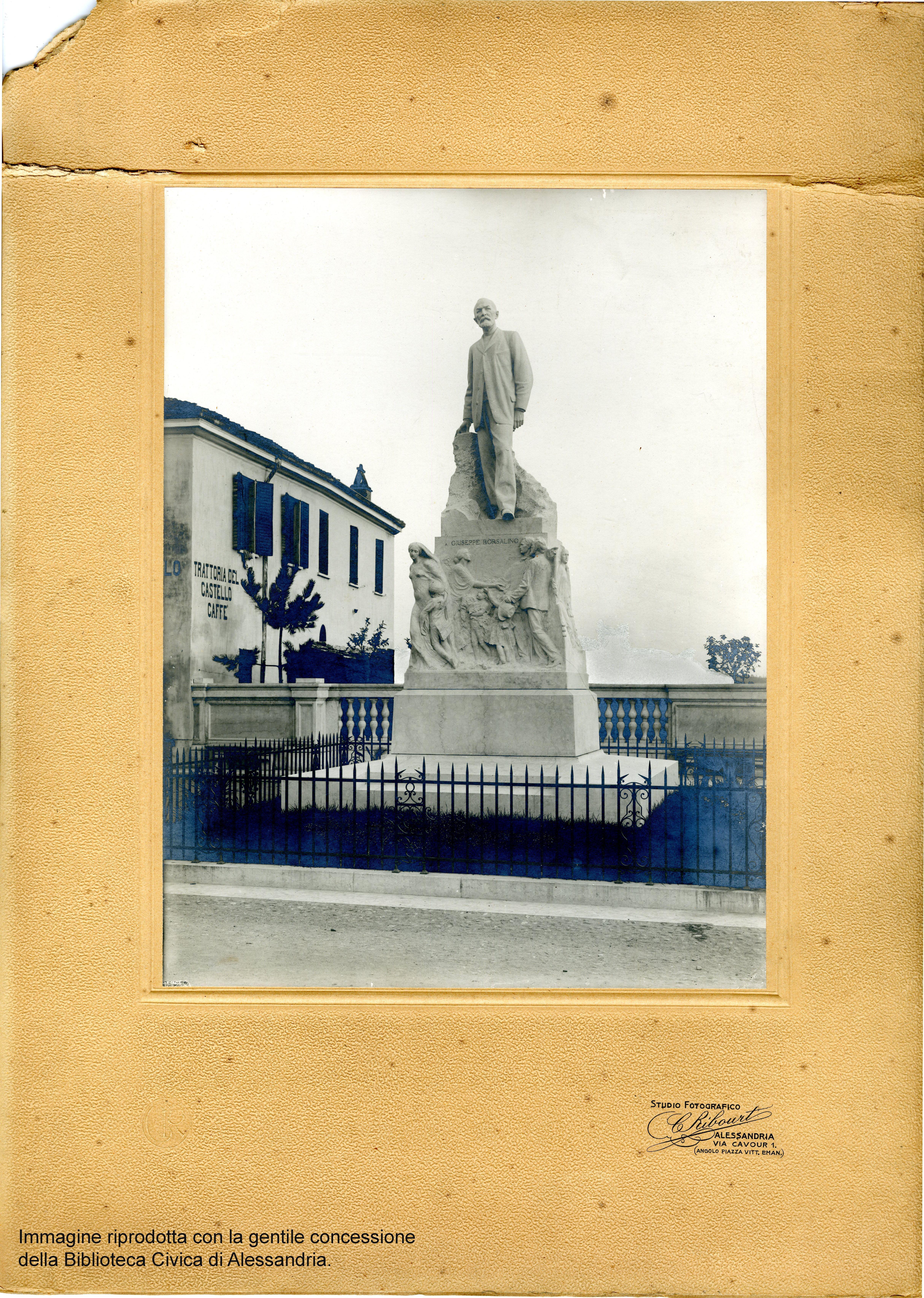 Fotografia b n monumento a Pecetto e8aa5d010dd5